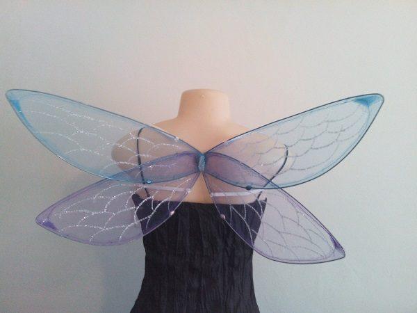 Medium dragonfly wings